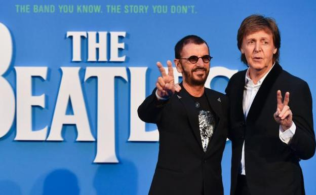 Ringo Starr (izq.) y Paul McCartney (dcha.).