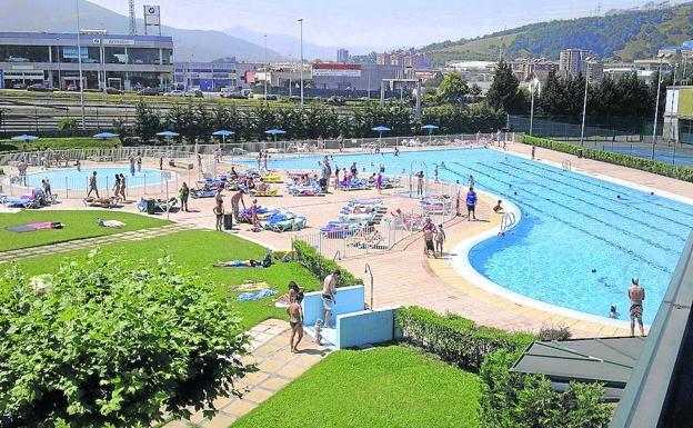 Proh ben el ba o en las piscinas de basauri por la for Piscinas bizkaia