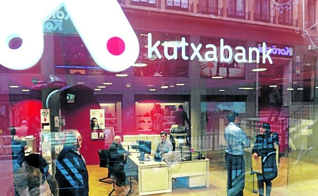 Kutxabank condenada a eliminar la comisi n que cobra por for Oficina de correos bilbao