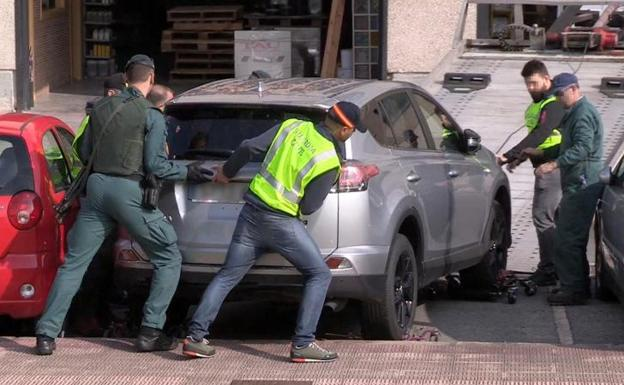Operación de la Guardia Civil en el polígono industrial Beurko de Barakaldo./GUARDIA CIVIL
