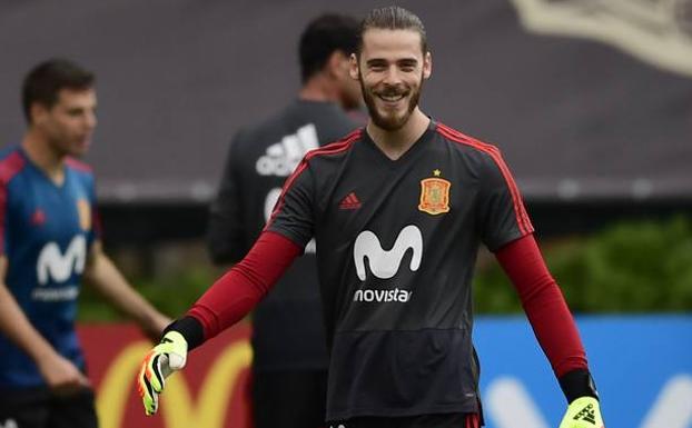 España lidera el Grupo B al tener una tarjeta menos que Portugal