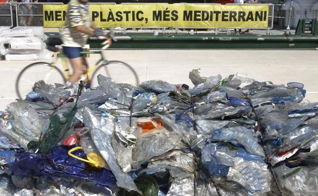 La UE acuerda prohibir la mayoría de plásticos de un solo uso