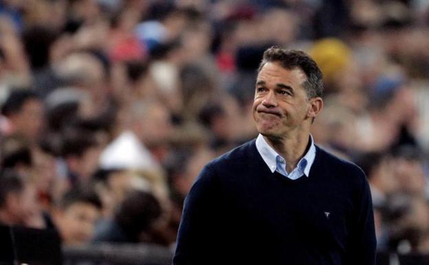 El Villarreal destituye a Luis García Plaza 49 días después de ficharle