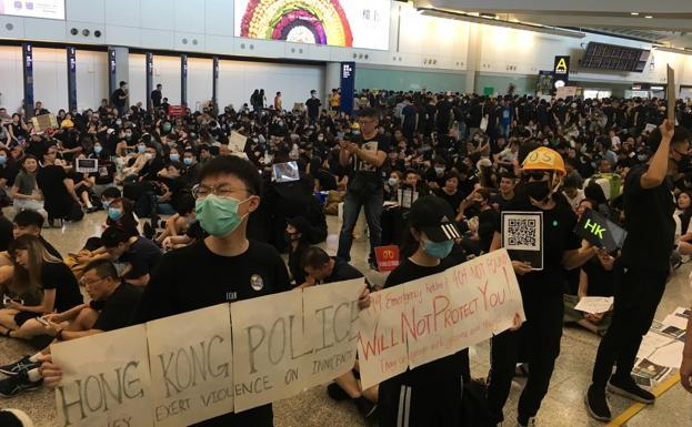 Las protestas de Hong Kong llegan al aeropuerto internacional