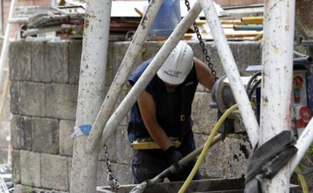 Los trabajadores de actividades no esenciales no trabajarán durante 15 días