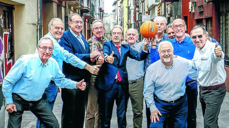 Proyecto 75 años de baloncesto en Álava. A partir del 28/11/18 cada miércoles en El Correo (edición de Álava) - Página 3 Basket1-12