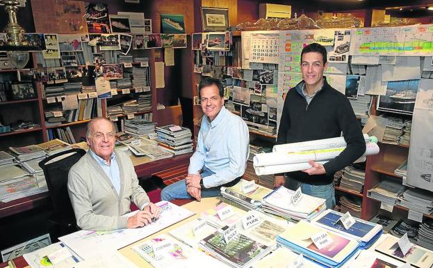 Las tres generaciones de Oliver Design, en su estudio de Getxo./Jordi Alemany