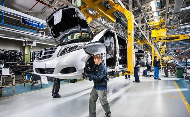 Mercedes suspenderá el turno de noche un mes y bajará la producción otros 8.000 vehículos