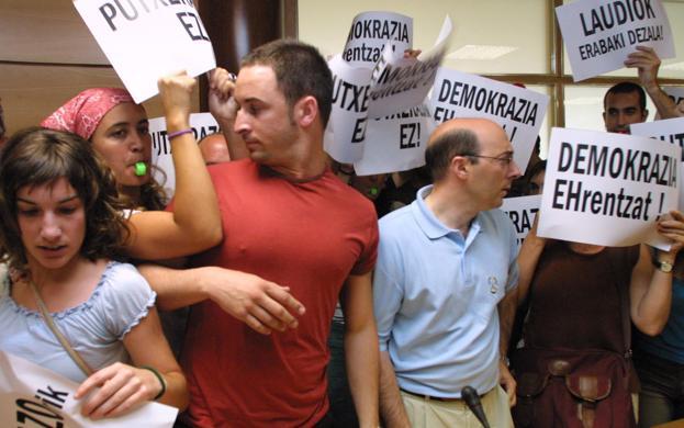 Pablo Casado, eres nuestra única esperanza - Página 6 Abascal-llodio-k5xE-U60177395539385E-624x390@RC