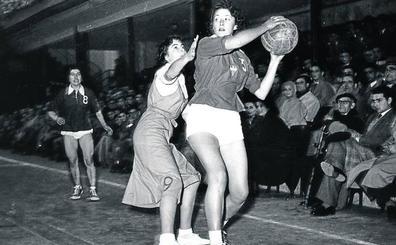 Proyecto 75 años de baloncesto en Álava. A partir del 28/11/18 cada miércoles en El Correo (edición de Álava) - Página 3 Ala-baloncesto-femenino123-kAy--396x245@El%20Correo