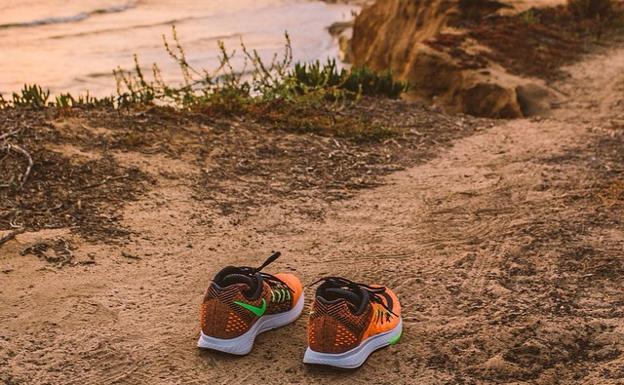 Exclusión ornamento capacidad  El misterioso caso de las zapatillas de Nike que aparecen en las playas |  El Correo