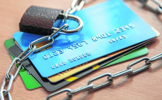 Ofensiva de los bufetes antibanca contra la usura en las tarjetas de crédito