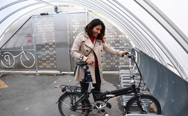 Vitoria estrena un nuevo aparcamiento cubierto para bicis en Santa Bárbara - El Correo