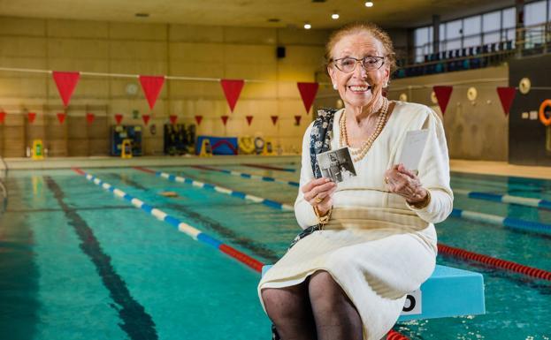 La nadadora vitoriana que fue campeona de España cuando enseñar el muslo «era obsceno»