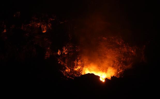Vecinos de Ermua alertan de un nuevo foco de fuego en el vertedero