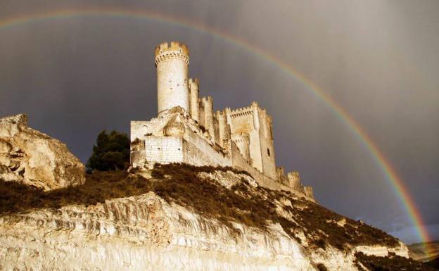Arco iris sobre el castillo de Peñafiel.