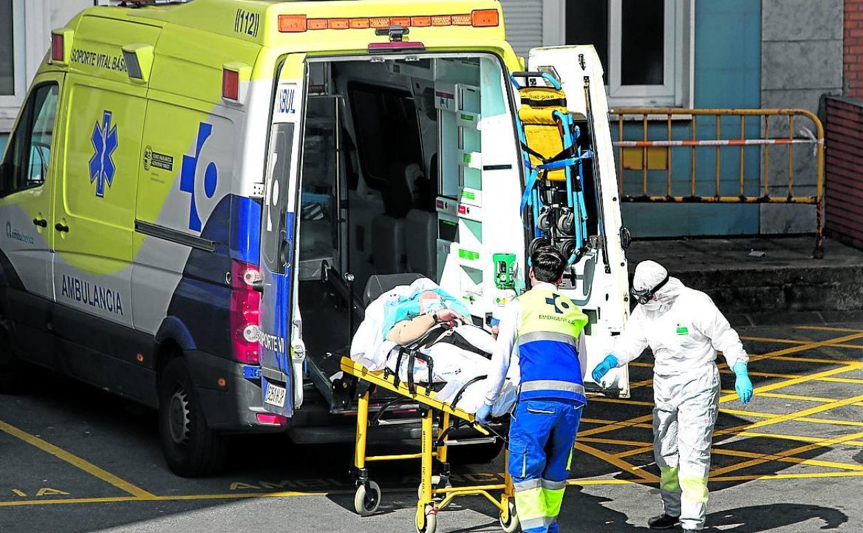 Las ambulancias de urgencias trasladan también a infecciosos   El Correo