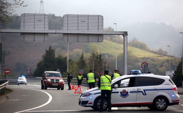Controles de la Ertzaintza y policías locales para evitar ...