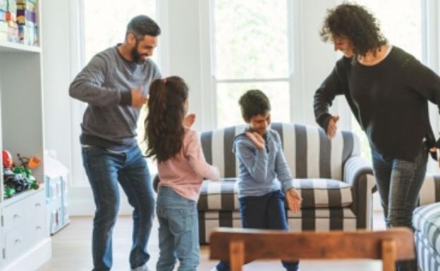 El baile distrae, divierte, ejercita y consigue que olvidemos problemas y preocupaciones.
