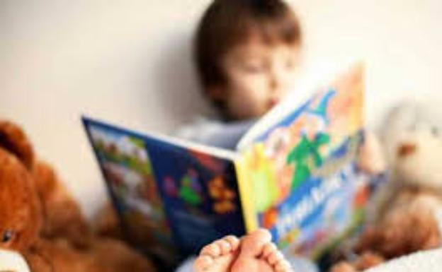 «Sentarse a leer con ellos es la mejor forma de que se apasionen a la lectura».