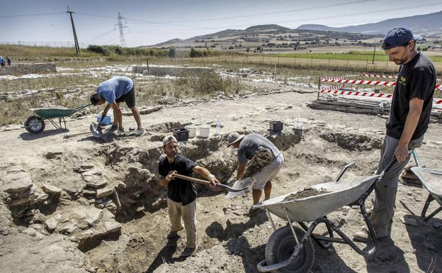 Las excavaciones han continuado en el valioso yacimiento de Iruña Veleia./Blanca Castillo