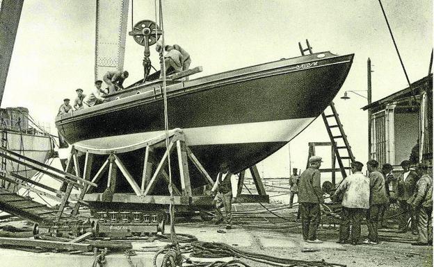 Imagen del yate Marichu en 1927, cuando todavía estaban construyéndolo. /el correo