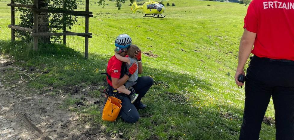 Rescatan a un montañero y al menor que lo acompañaba tras quedar enriscados en la zona del Gorbea