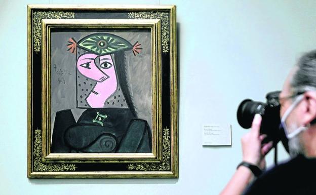 'Busto de mujer 43', de Picasso, ya está colgado en el Museo del Prado. /Eduardo Parra / e. p.