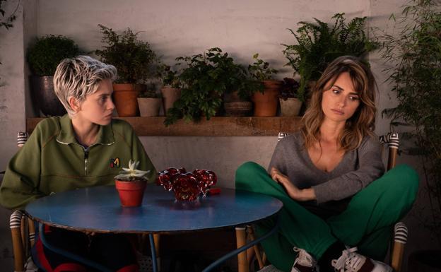 Pedro Almodóvar estrena 'Madres paralelas': «Si alguien dice que es  apolítico es que es de derechas»   El Correo